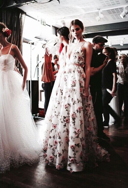 Фото с платьями которое навело шума
